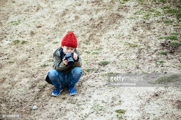 a boy taking a picture - yusuke nishizawa stock pictures, royalty-free photos & images