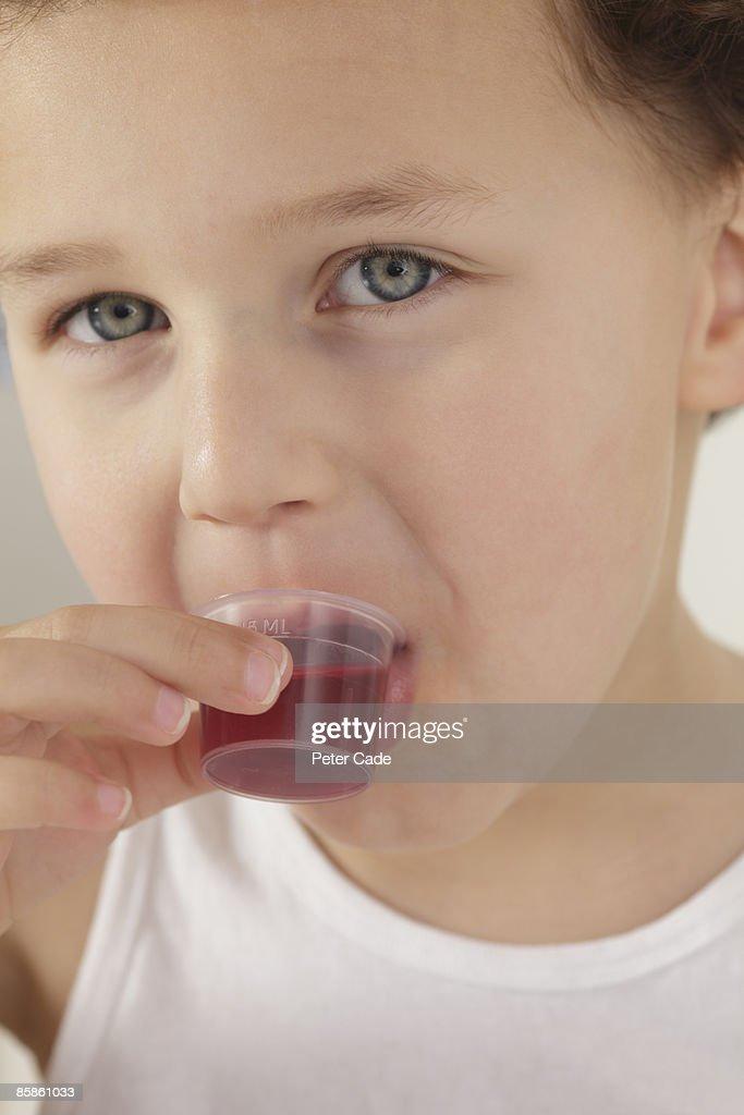Boy taking medicine : Stock-Foto