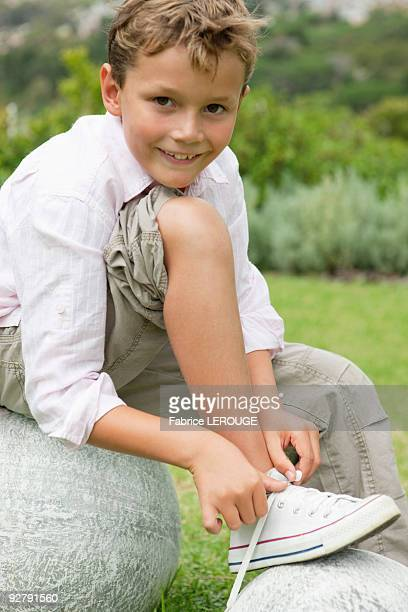 boy tying his shoelaces - tying shoelace stock pictures, royalty-free photos & images