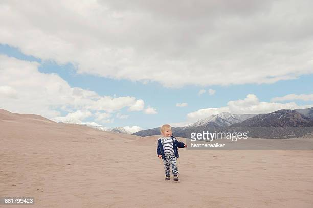 boy walking, great sand dunes national park, colorado, america, usa - great sand dunes national park stock pictures, royalty-free photos & images