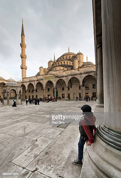 boy watching at sultan ahmed mosque, istanbul - istanbul province stock photos and pictures