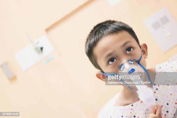 boy wearing oxygen mask in hospital - oxygen mask stock pictures, royalty-free photos & images
