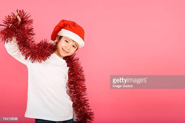 Petit garçon portant chapeau du père Noël