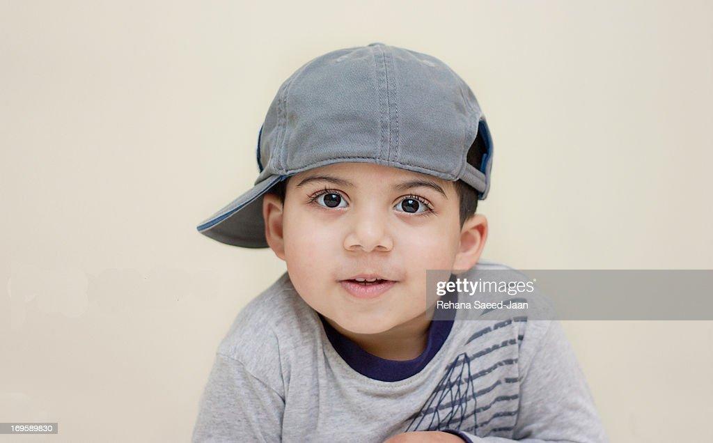 Boy wearing side cap : Foto de stock