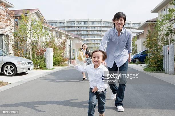 boy who begins to run gladly - 4歳から5歳 ストックフォトと画像