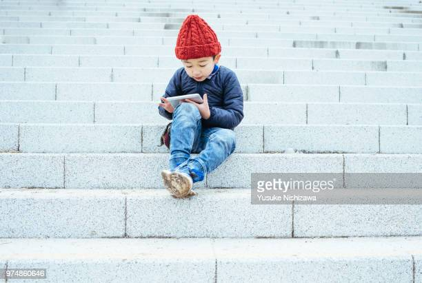 a boy who operates a tablet - yusuke nishizawa stock pictures, royalty-free photos & images