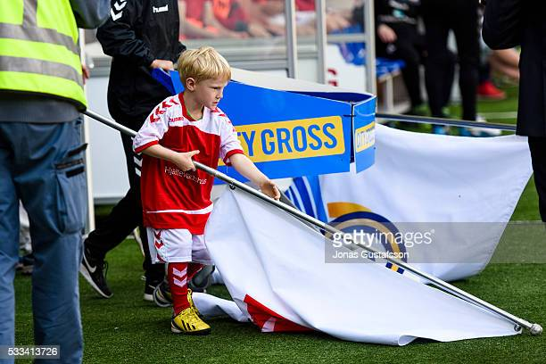 A boy with a flag walking in to the pitch during the allsvenskan match between Kalmar FF and BK Hacken at Guldfageln Arena on May 22 2016 in Kalmar...