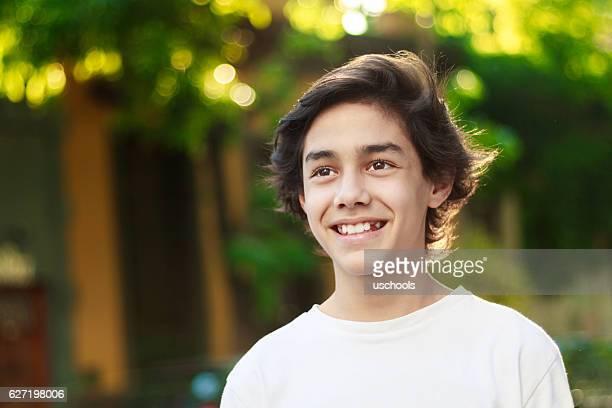 夢を持つ少年 - 14歳から15歳 ストックフォトと画像