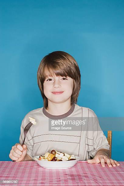 少年、フルーツサラダ