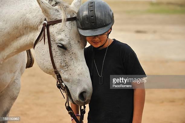 Junge mit seinem Pferd