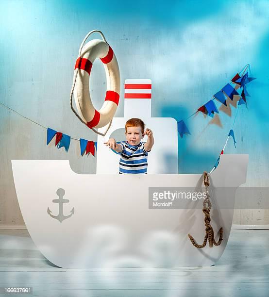 garçon avec lifebuoy - marin photos et images de collection
