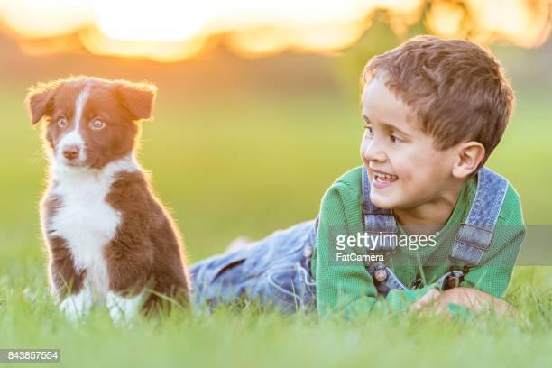 Niño con perrito