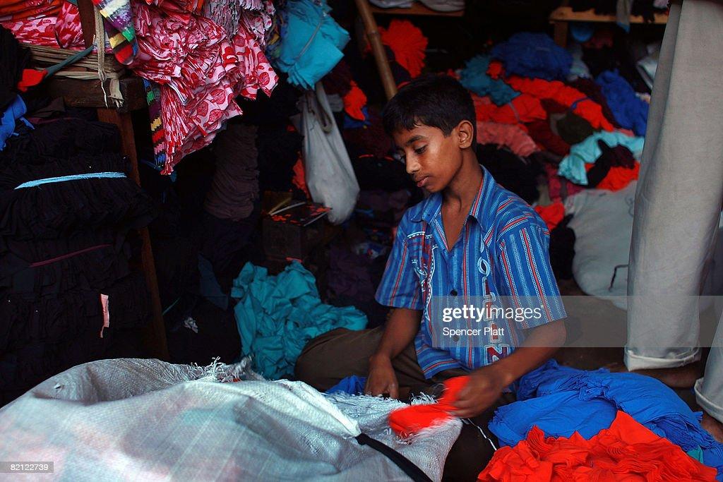 Child Labor Still Rife On Streets Of Dhaka Despite Progress : News Photo