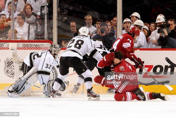 Boyd Gordon of the Phoenix Coyotes takes a high stick from Jarret Stoll of the Los Angeles Kings in Game Five of the Western Conference Final during...