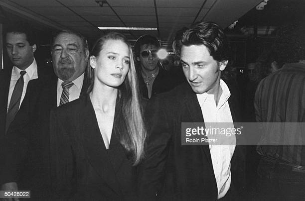 Boyfriend and girlfriend actors Robin Wright and Sean Penn at the premiere of their motion picture State Of Grace