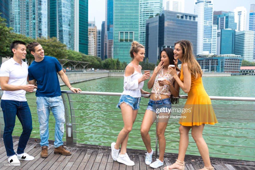 Mädchen flirten mit jungs