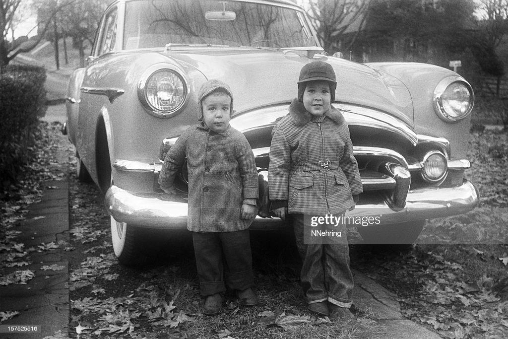 Jungen und Packard coupe Auto 1955, retro : Stock-Foto