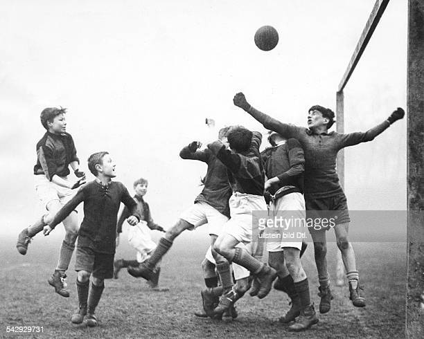 Boys during a soccer match between English school teams in Chelsea Photographer Eduard Schlochauer Published in 'BZ' Vintage property of ullstein bild