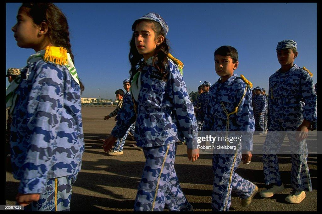 Boys & girls in quasi-mil. scout-type un : News Photo
