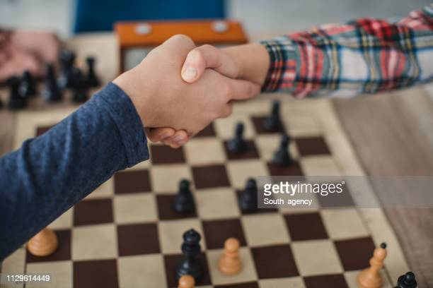 boys handshake after a chess game - fair play sport foto e immagini stock