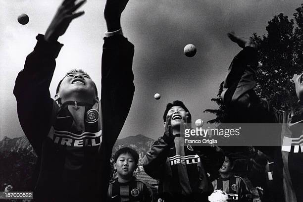 Boys involved in the Intercampus project play football during an Intercampus training session on October 14 2000 in Qingdao China Since 1997 Inter...