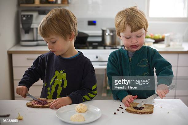 boys make toast and jam