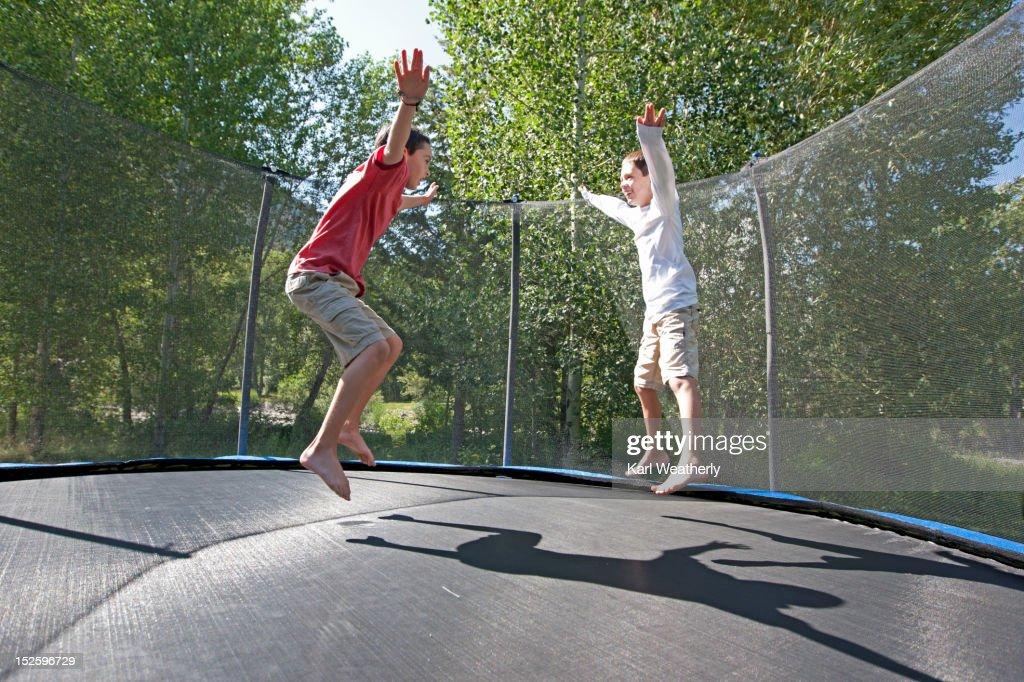 Boys on trampoline : Stockfoto