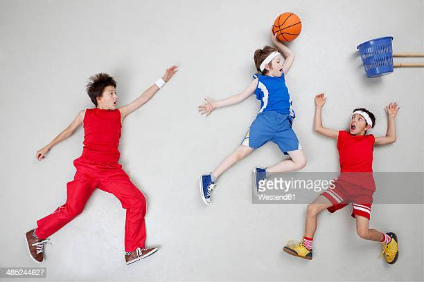 boys playing basket ball - drive sportbegriff stock-fotos und bilder