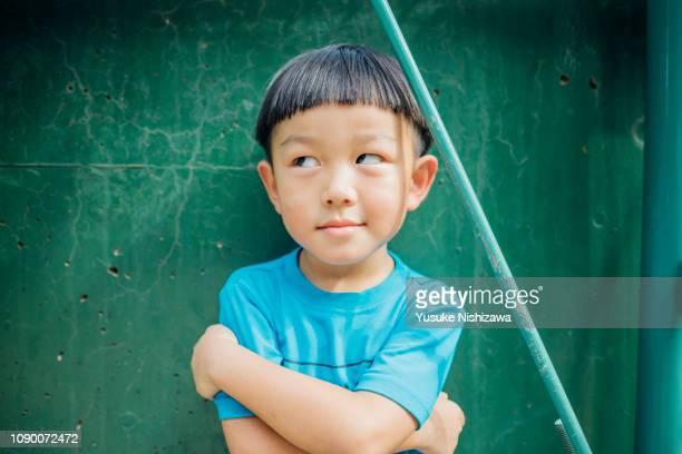 a boys who eat ice cream - 16:9 ストックフォトと画像