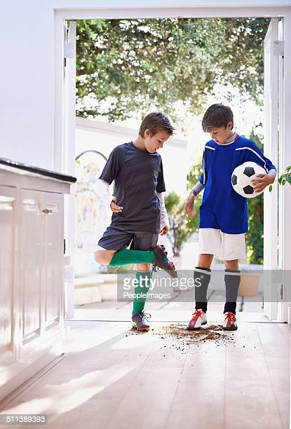 boys will be boys - vuil stockfoto's en -beelden