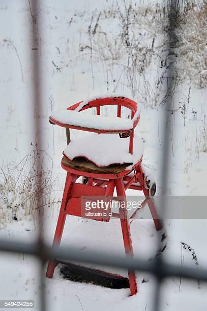 Brache hinterm Mauerpark Industriegebiet / Gewerbegebiet am Mauerpark Kinderstuhl im Schnee Schnee schneebedeckt Prenzlauer Berg