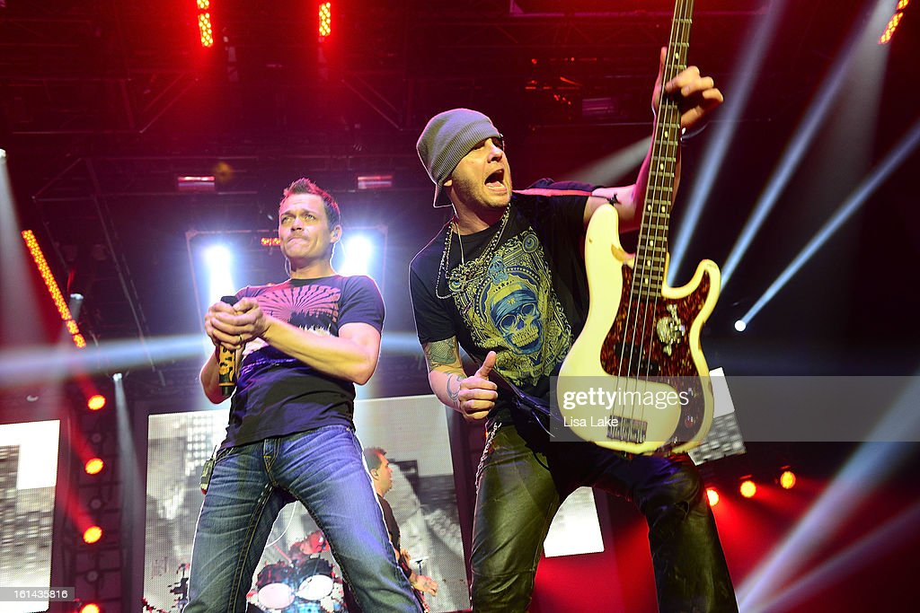 3 Doors Down & Daughtry Performs In Concert