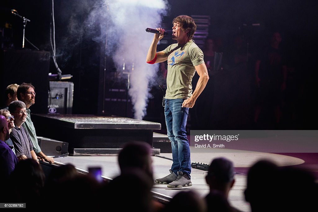 Brad Arnold of 3 Doors Down performs at Birmingham-Jefferson Civic Center on September 24, 2016 in Birmingham, Alabama.