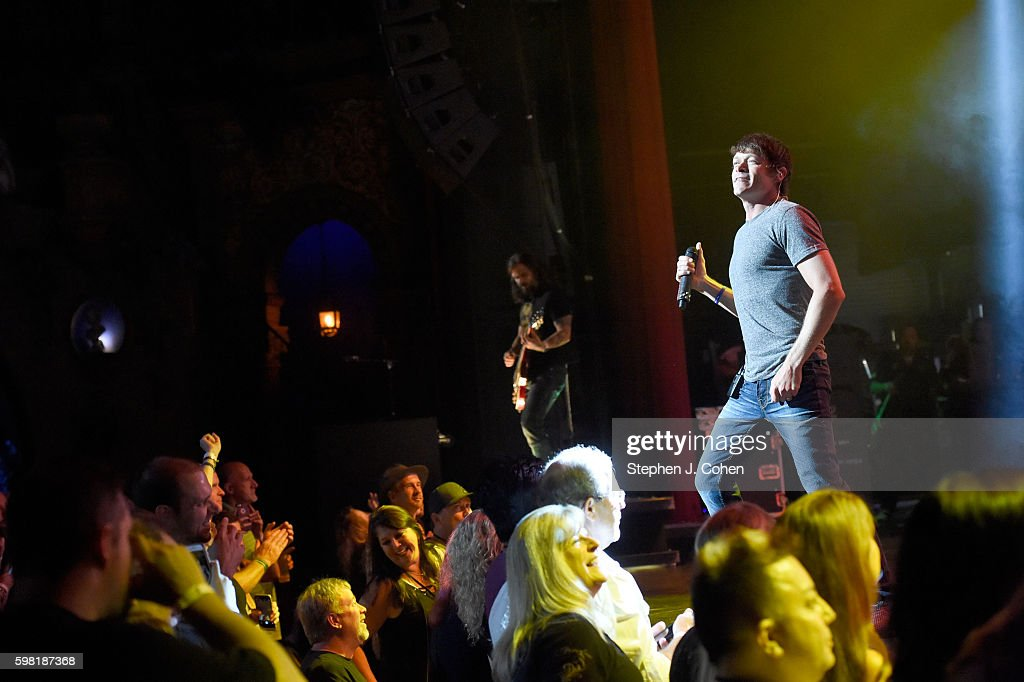 Brad Arnold of 3 Doors Down performs at The Louisville Palace on August 31   2016. 3 Doors Down In Concert   Louisville  KY Photos and Images   Getty