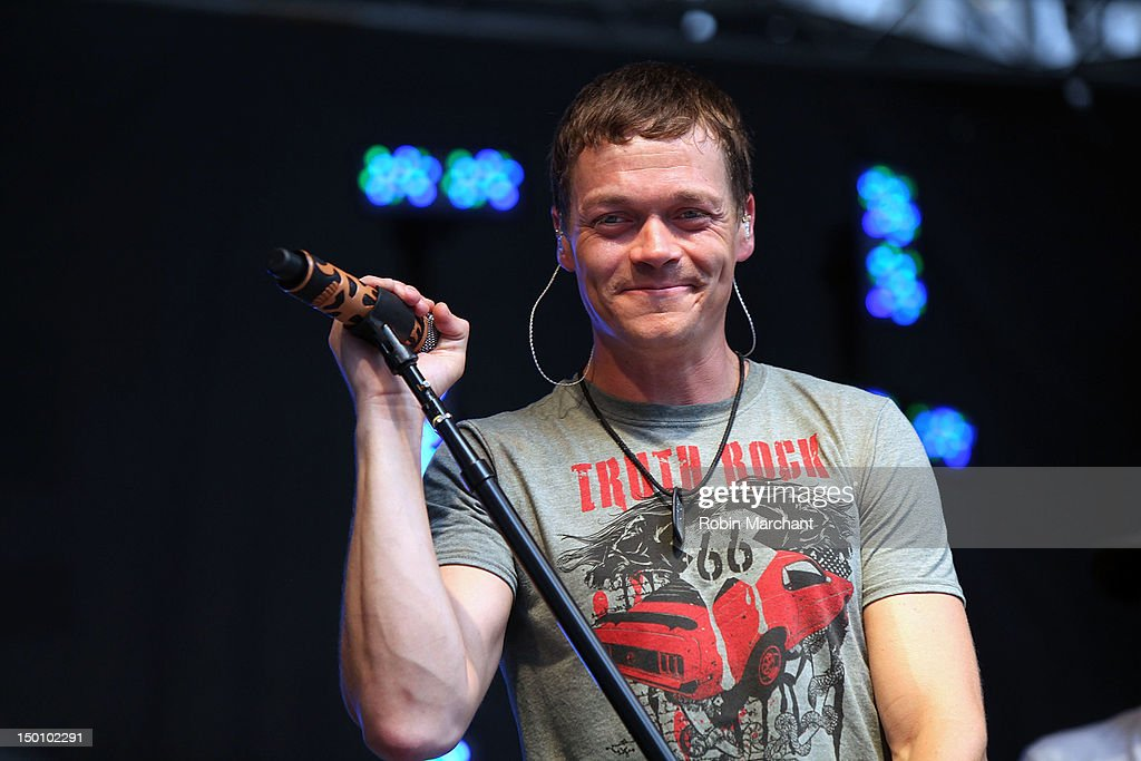 Brad Arnold of 3 Doors Down performs during \u0027FOX \u0026 Friends\u0027 All American Concert  sc 1 st  Getty Images & brad-arnold-of-3-doors-down -performs-during-fox-friends-all-american-picture-id150102291