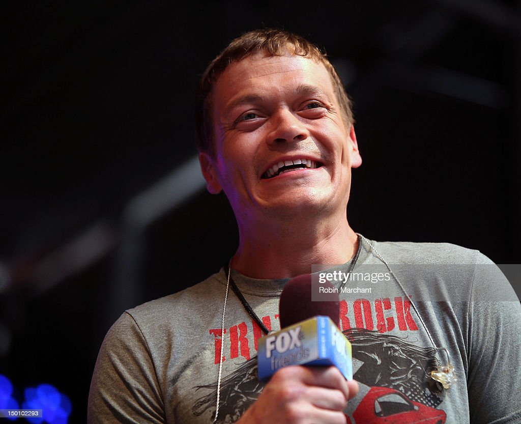 Brad Arnold of 3 Doors Down performs during u0027FOX u0026 Friendsu0027 All American Concert  sc 1 st  Getty Images & brad-arnold-of-3-doors-down -performs-during-fox-friends-all-american-picture-id150102293