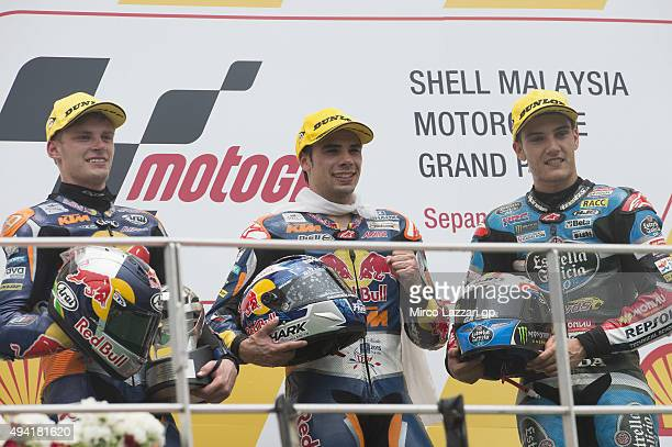 Brad Binder of South Africa and Red Bull KTM Ajo Miguel Oliveira of Portugal and Red Bull KTM Ajo and Jorge Navarro of Spain and Estrella Galicia 00...