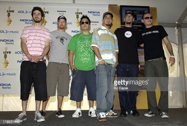 Brad Delson Phoenix Farrell Joe Hahn Mike Shinoda Rob Bourbon and Chester Bennington of Linkin Park