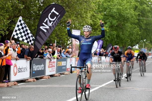 Brad Evans of Dunedin Powernet finishes first during stage 5 from Invercargill to Gore of the 2017 Tour of Southland on November 3 2017 in...