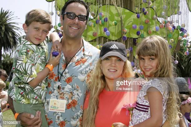 Brad Garrett and Jill Garrett with their childen Max and Hope