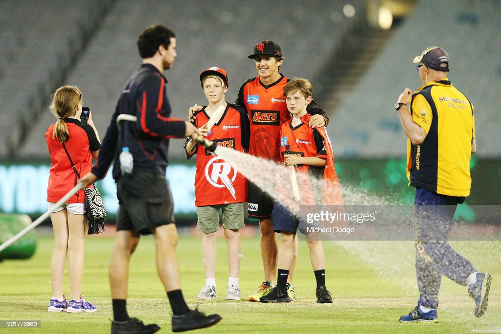 Brad Hogg of the Renegades poses for photo with kids during the Big Bash League match between the Melbourne Stars and the Melbourne Renegades at Melbourne Cricket Ground on January 6, 2018 in Melbourne, Australia.