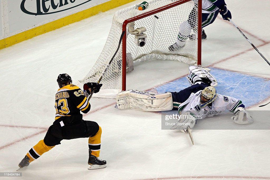 Vancouver Canucks v Boston Bruins - Game Three : News Photo