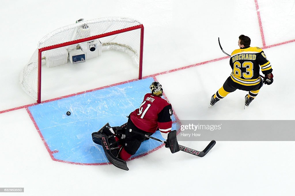 Discover NHL Shootout : News Photo