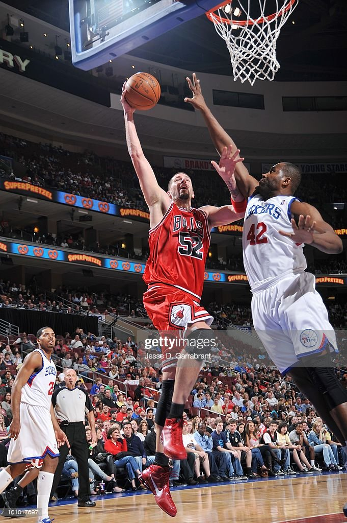 Brad Miller #52 of the Chicago Bulls lays up a shot against Elton Brand #42 of the Philadelphia 76ers during the game on March 20, 2010 at the Wachovia Center in Philadelphia, Pennsylvania. The Bulls won 98-84.