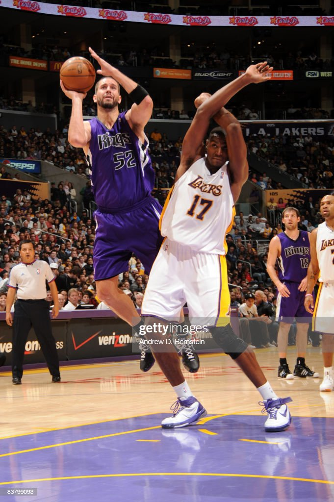Brad Miller #52 of the Sacramento Kings attempts a shot against Andrew Bynum #17 of the Los Angeles Lakers at Staples Center on November 23, 2008 in Los Angeles, California.