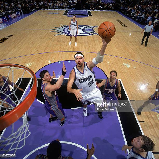 Brad Miller of the Sacramento Kings goes to the basket between Jackson Vroman and Steve Nash of the Phoenix Suns during a preseason game at Arco...