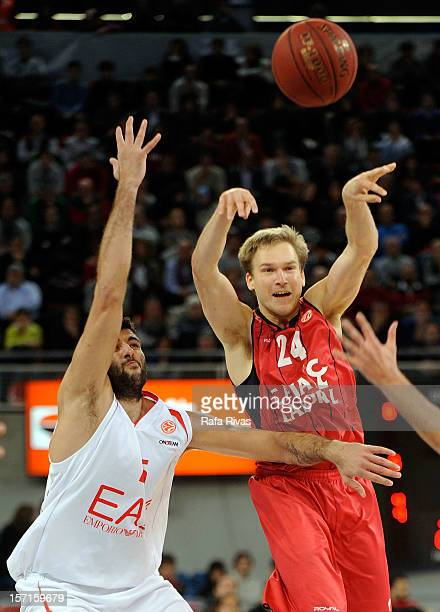 Brad Oleson #24 of Caja Laboral Vitoria competes with Ioannis Bourousis #15 of EA7 Emporio Armani Milano during the 20122013 Turkish Airlines...