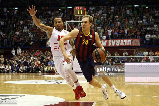 Brad Oleson, #24 of FC Barcelona competes with C.J. Wallace, #30 of EA7 Emporio Armani Milan during the 2013-2014 Turkish Airlines Euroleague Top 16...