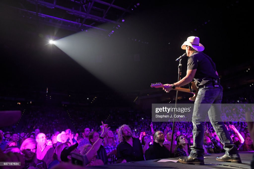 Brad Paisley Weekend Warrior World Tour - Louisville, Kentucky