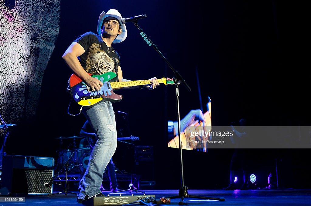 Brad Paisley And Darius Rucker Perform At The O2 Arena : News Photo